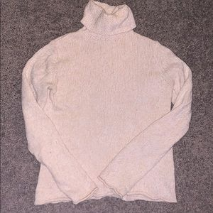 Cream GAP turtleneck